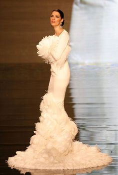 A model presents a creation from Vicky Martin Berrocal during the International Flamenco Fashion Show in Seville January 29, 2009. The show will run until February 1. [Agencies]