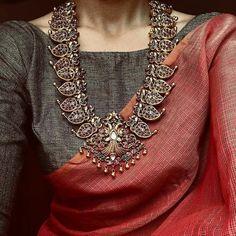 11 amazing saree styles looks to inspire you 1 Indian Attire, Indian Wear, Indian Outfits, Indian Style, Saree Jewellery, Silver Jewellery, Jewellery Sale, Jewellery Designs, Saree Trends
