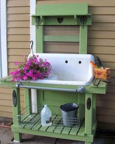 Way too cool potting bench. Great use of a recycled old sink! Cute idea to use an old sink in a potting bench! Outdoor Projects, Garden Projects, Lawn And Garden, Home And Garden, Garden Sheds, Box Garden, Garden Doors, Garden Table, Garden Hose