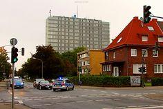 #Alarmfahrt in #Hamm #Blaulicht #Polizei #Strassenfotografie #streetphotography #police #Kreuzung #Hochhaus #NordrheinWestfalen #NRW