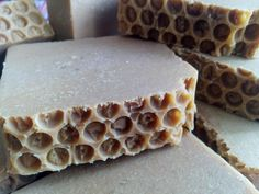 ¿Y si hacemos este Jabón artesano de leche fresca, avena y miel?