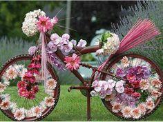 Fiets versiert met bloemen