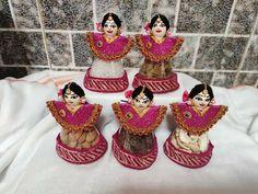 Desi Wedding Decor, Wedding Gifts, Wedding Decorations, Pista Shell Crafts, Fruit Decorations, Diy Lip Balm, Rangoli Designs, Bottle Crafts, Decorative Plates