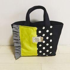 新作バッグ❤️lastでーす✨✨ いつもの切り替えデザインをデニムベースで帆布のビビットカラーを合わせてみましたぁ〜 裏地もデニムなのですごくしっかりしてます ライムは完売です pric - dios.aki Lv Bags, Purses And Bags, Fabric Tote Bags, Embroidery Bags, Jute Bags, Craft Bags, Diy Sewing Projects, Denim Bag, Kids Bags