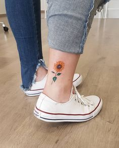 Sunflower tattoo: stunning choices to register on the pores and skin - Tattoos for Couples,Tattoos for Women Wolf Tattoos, Finger Tattoos, Leg Tattoos, Body Art Tattoos, Sleeve Tattoos, Sunflower Tattoo Small, Sunflower Tattoos, Disney Tattoos, Mini Tattoos