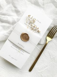 Wedding name card and menu // Vellum name card and luxury paper menu // wedding // place setting // menu card // vellum - OnAir. Wedding Name Cards, Name Place Cards, Wedding Place Settings, Wedding Places, Wedding Place Names, Wedding Stationary, Classy Wedding Invitations, Minimalist Wedding, Wedding Designs