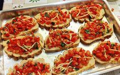 Gy Farias: Bruschettas de tomate e ervas (com pão adormecido)...