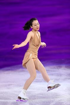 【フィギュアスケート・エキシビション】笑顔で演技する浅田真央=ロシア・ソチのアイスベルク・パレスで2014年2月22日、貝塚太一撮影