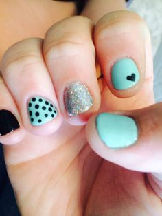 These are gel nails and so cute and so easy for short kind of nails(: