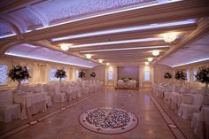 The modern design of the Oak Room in Nassau County, New York, is complimented by handcrafted leaded glass that features a breathtaking radiance of light that can easily transform your affair from a mood of elegance to one of pure celebration.