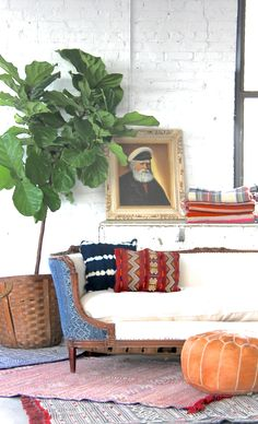 Batik sofa, kilim rugs, indigo pillows, old portraits and a fiddle leaf fig. My favorite corner of the studio right now. Pouf Cuir, Living Room Decor, Living Spaces, Ethnic Decor, Transitional Living Rooms, Interior Design Inspiration, Interior Ideas, Eclectic Decor, Fiddle Leaf
