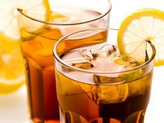 Copycat Applebee's Long Island Iced Tea Cocktail A recipe for Applebee's Long Island Iced Tea made with gin, rum, vodka, Triple Sec, sweet and sour mix Iced Tea Cocktails, Summer Cocktails, Sparkling Drinks, Summer Parties, Top 14, Vodka Limonade, Cold Drinks, Alcoholic Drinks, Whiskey Drinks