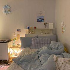 Room Design Bedroom, Room Ideas Bedroom, Bedroom Decor, Bedroom Inspo, Bedroom Bed, Study Room Decor, Korean Bedroom Ideas, Indie Room, Minimalist Room