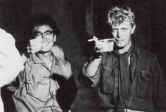 1983 - Nagisa Ōshima and David Bowie as Jack Celliers in Furyo (backstage photo) Merry Christmas Mr Lawrence, Nagisa Oshima, Just Deal With It, The Thin White Duke, Major Tom, Ziggy Stardust, Rock Legends, Bright Stars, David Bowie