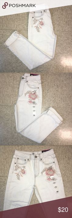 NWT Tokyo Darling Boyfriend Jeans White boyfriend jeans with embroidered flowers above the pockets. Rolled up at the bottom. Never worn and still has the tags tokyo darling Jeans Boyfriend