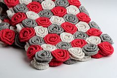 •♥♥• Beautiful baby blanket, that would make an amazing photo prop! The roses create a rich and thick blanket, warm and cuddly.
