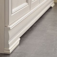 Die Möbelserie Franziska verspricht ein nach Hause kommen. Das Dekor in Kiefer Weiß fügt sich nahtlos in viele unterschiedliche Einrichtungsstile. ... Tile Floor, Stairs, Kiefer, Flooring, Home Decor, Coming Home, Stairway, Decoration Home, Room Decor