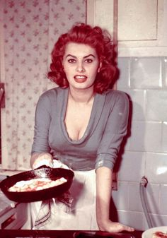 Sophia Loren - Hot curvy Italian woman, we da best! ; )