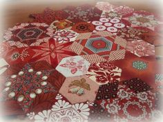 Well - I really should be machine quilting my 'Simon' quilt but arthritis is being, literally , a pain in the neck at the moment. Sitting a...