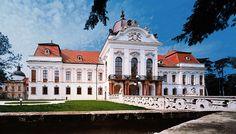 Gödöllő Palace in Hungary - Sissi Chateau Beautiful Castles, Beautiful Places, Palaces, Places Around The World, Around The Worlds, Neoclassical Architecture, Baroque Architecture, Heart Of Europe, Austro Hungarian