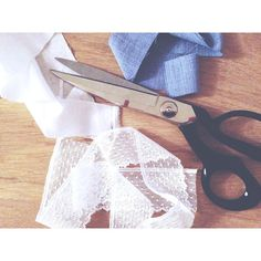5 conseils pour recycler vos vêtements Afin, Couture, Style, Scrap Fabric, Fabrics, Tips And Tricks, 6 Pack Abs, Tips, Bricolage