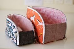 I have a new pattern release to share with you today - the Open-Out Box Pouch. This one has been on my brain for a while - I wanted to create a fairly standard looking zip pouch that magically expands. Source by RVCrafting and purses Mochila Tutorial, Zipper Pouch Tutorial, Pencil Case Tutorial, Clutch Tutorial, Diy Sac, Pouch Pattern, Pencil Case Pattern, Bag Patterns To Sew, Sewing Patterns