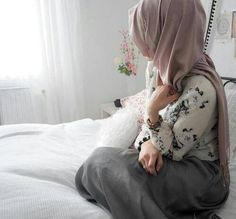 Картинки через We Heart It #beautiful #bed #clothes #cute #fashion #girl #girly #hijab #islam #islamic #lady #lovely #photography #pretty #princess #style #window #hijabi #muslimah #myhijab
