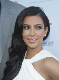 Damnit Kardashian, why ya gotta be rocking the old Hollywood hair so well?