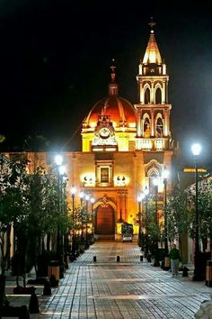 This is the city of Durango, Mexico. This places is very valuable in my life. Sacred Architecture, Religious Architecture, Cool Places To Visit, Places To Go, Places Around The World, Around The Worlds, Mexico People, Durango Mexico, World Pictures