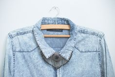 Camisa jeans + colar