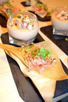 Assiette gourmande de la mer: panna-cotta ecrevisse et tartare de truite fumée