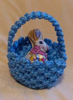 Macrame basket - blue - Easter