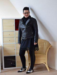 Lederjacke mit Spitzenkleid und Schuhen im Dandy-Look