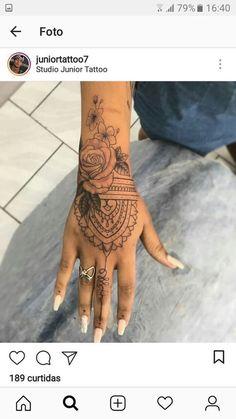 Weibliche Tätowierungen in ihrer Hand Isabella Oliveira Mickey Breezy tattoo old school tattoo arm tattoo tattoo tattoos tattoo antebrazo arm sleeve tattoo Tattoos Mandalas, Mandala Hand Tattoos, Tattoo Henna, Tattoo Trend, Forearm Tattoos, Finger Tattoos, Body Art Tattoos, Female Tattoos, Henna Hand Tattoos