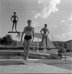 """Mar del Plata 1940s -1960s IV""  Ph: Annemarie Heinrich - Heinrich Sanguinetti Archive - British Library Carmen Miranda, British Library, Diving, Cinema, Photograph, Celebrities, Collection, Eva Peron, Jorge Luis Borges"