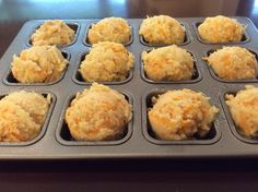 Low Carb Cheddar Biscuits serves 344 calories: 32 g fat: g carbs: 3 g fiber: 4 NET carbs each Banting Recipes, Atkins Recipes, Low Carb Recipes, Snack Recipes, Cooking Recipes, Low Carb Biscuit, Sushi, Low Carb Breakfast, Savory Snacks