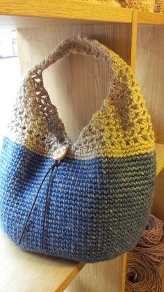 コクヨの麻ひもを染めて編みました。(写真のバッグは実店舗で販売終了しましたが、同じものを作成いたしました 追記2015年1月日)細編み+すかし部分が中長編みで...|ハンドメイド、手作り、手仕事品の通販・販売・購入ならCreema。