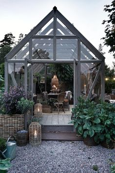 love this greenhouse type building Outdoor Rooms, Outdoor Gardens, Outdoor Living, Indoor Outdoor, Dream Garden, Home And Garden, Wooden Greenhouses, Backyard Garden Design, Real Plants
