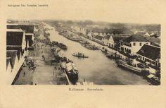 Zicht op kades aan de rivier Kalimaas, Surabaya 1933