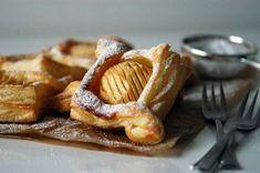 Kublanka vaří doma - Feuillités s karamelizovanými jablky Pancake Muffins, Pancakes, Pie Cake, Dessert Recipes, Desserts, Sweet Recipes, Waffles, French Toast, Sweets