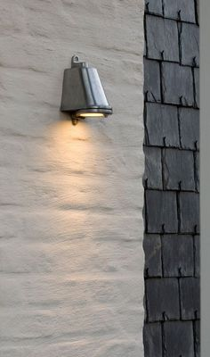 Belgian lighting designer and production house Tekna is the producer of authentic light fittings Nautic, Arton and Flatspot. Entrance Lighting, Exterior Lighting, Outdoor Lighting, Exterior Paint, Exterior Design, Brick Rendering, Front Entrances, Wall Cladding, Facade House