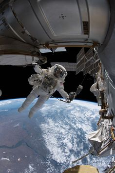 NASA astronaut Drew Feustel is pictured tethered to the International Space Station is part of Space pictures (June NASA astronaut Drew Feustel is pictured tethered to the I - Nasa Space Pictures, Space Photos, Picture Of Space, Earth Pictures From Space, Astronauts In Space, Nasa Astronauts, Cosmos, Astronaut Drawing, Mars Mission