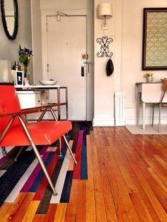 entry rug made from carpet scraps mimic hardwood floor Best Carpet, Diy Carpet, Carpet Tiles, Carpet Squares, Carpet Samples, Diy Cutting Board, Space Saving Furniture, Floor Rugs, Sweet Home
