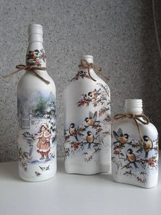 How to decorate Glass bottles with Decoupage -DIY Recycle with Art Ever wished you could decoupage on glassware; see our huge collections of glass bottles. Decoupage glass bottles are a cheap, easy way to recycle. Glass Bottle Crafts, Wine Bottle Art, Painted Wine Bottles, Diy Bottle, Lighted Wine Bottles, Bottles And Jars, Decorated Bottles, Bottle Lamps, Decorative Glass Bottles