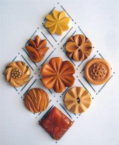 9 VINTAGE CARVED YELLOW BAKELITE FLOWER BUTTONS