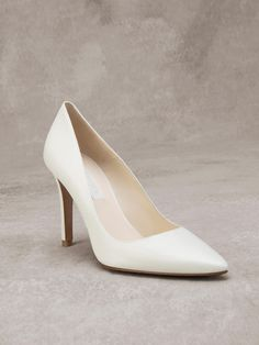 Shoes 2017 GINA / Elegant bridal pump made of leather that has no superfluous details.