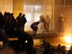 Brasília - Manifestantes tentam invadira o prédio do Itamaraty (Foto: André Dusek/ Estadão Conteúdo)