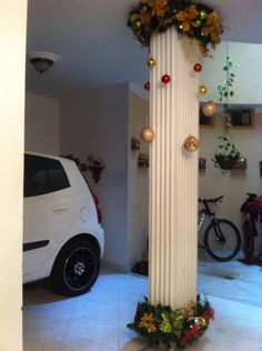 Columna mavieña Church Christmas Decorations, Elegant Christmas Trees, Outside Decorations, Christmas Porch, Christmas Centerpieces, Balloon Decorations, Christmas Holidays, Christmas Crafts, Ideas Decoracion Navidad