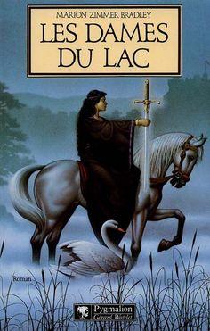 """Les légendes du Roi Arthur du point de vue des personnages féminins parfois négligés dans le cycle arthurien. Ce fut mon """"initiation"""" dans le roman fantastique."""