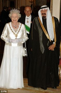 All dressed up: The Queen looks smart and stylish as she meets King Abdullah of Saudi Arabia before the State Banquet at Buckingham Palace in London after the first day of the Saudi Kings visit in 2007 Windsor Fashion, Royal Fashion, Oscar 2017 Dresses, King Abdullah, Hm The Queen, Elisabeth Ii, Queen Of England, Royal Jewels, Royal Crowns